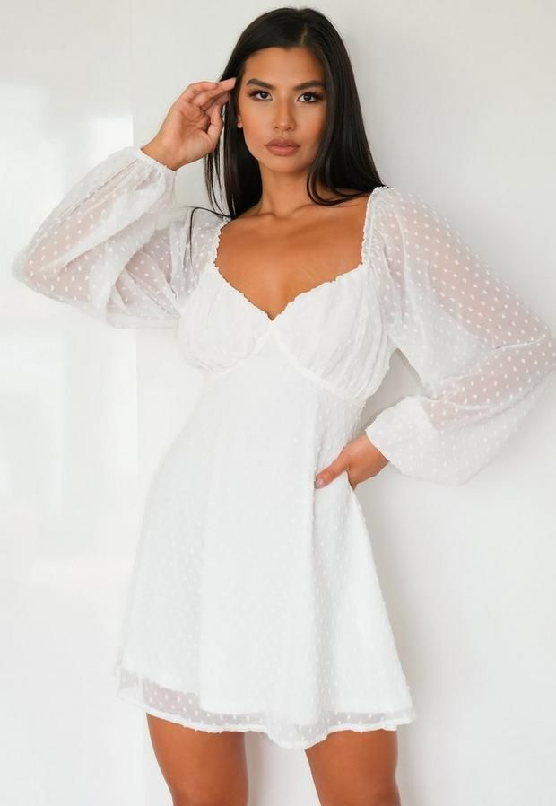 White dress with balloon sleeves - the perfect summer outfit