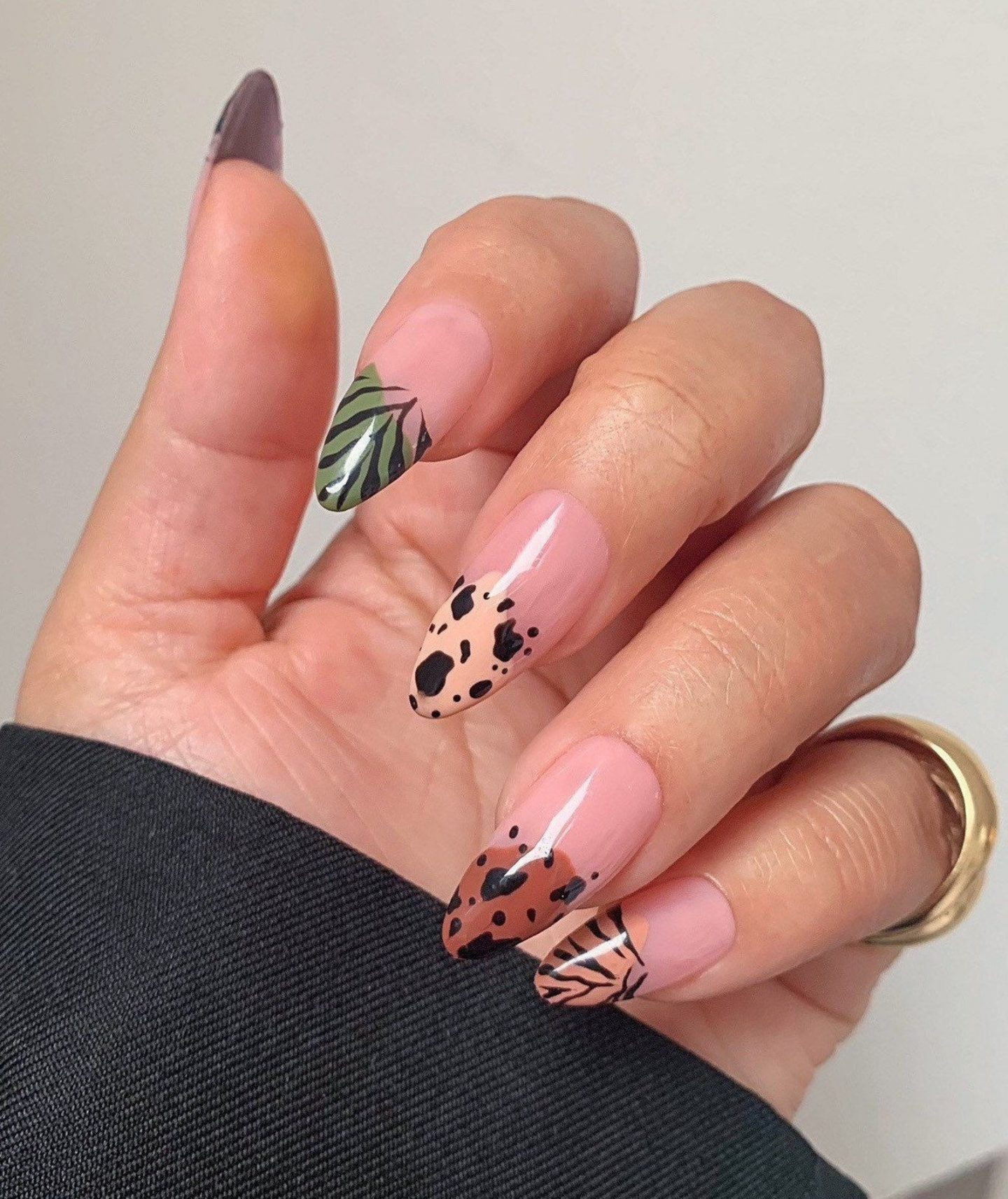 Neutral brown abstract French tip nails
