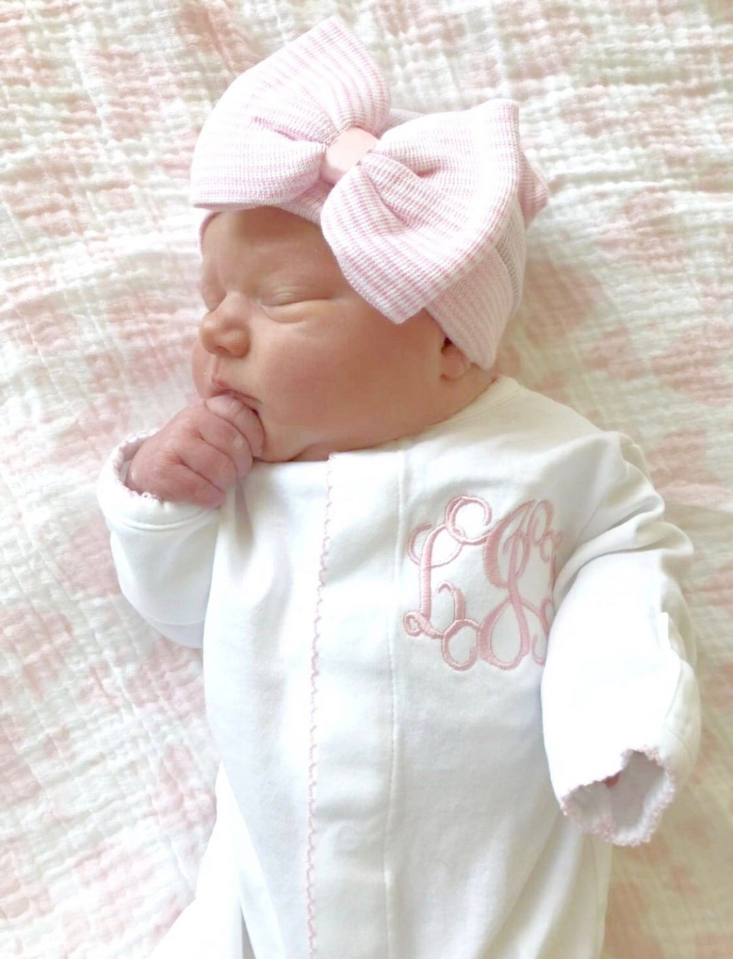 White and pink baby girl outfits for newborns with ribbon