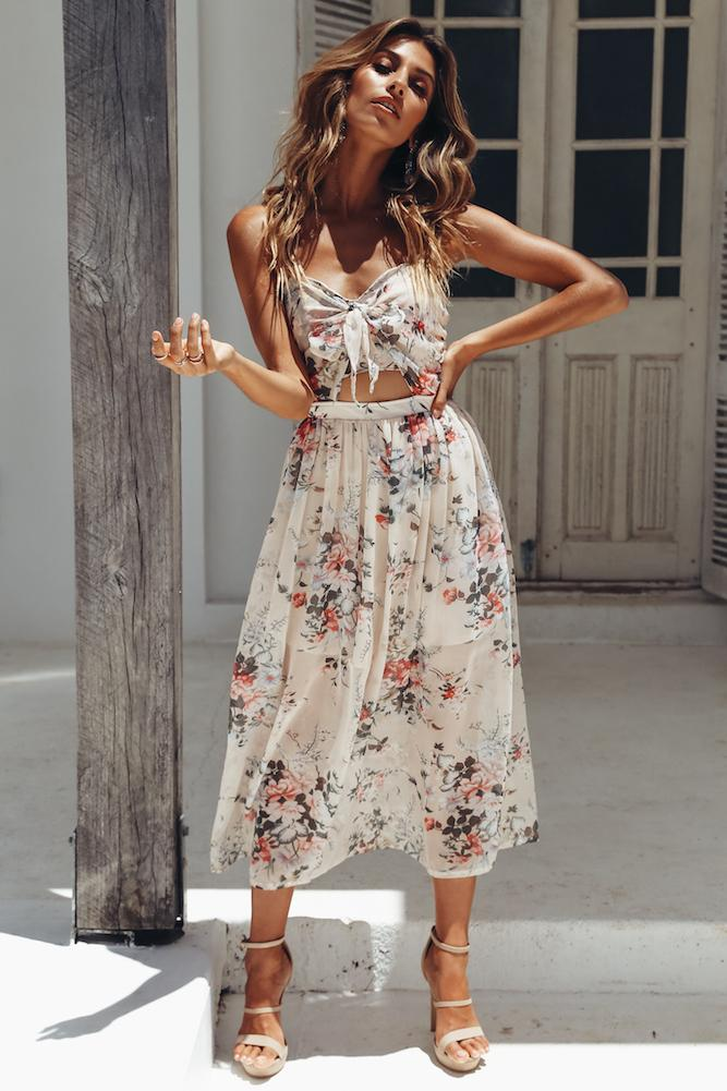 White floral beach dresses and summer outfits