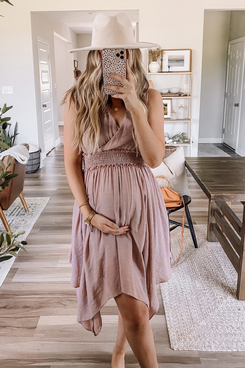 Cute pregnancy outfit with mauve dress
