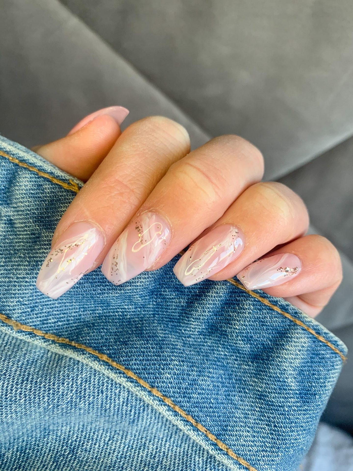 Long white marble nails with glitter
