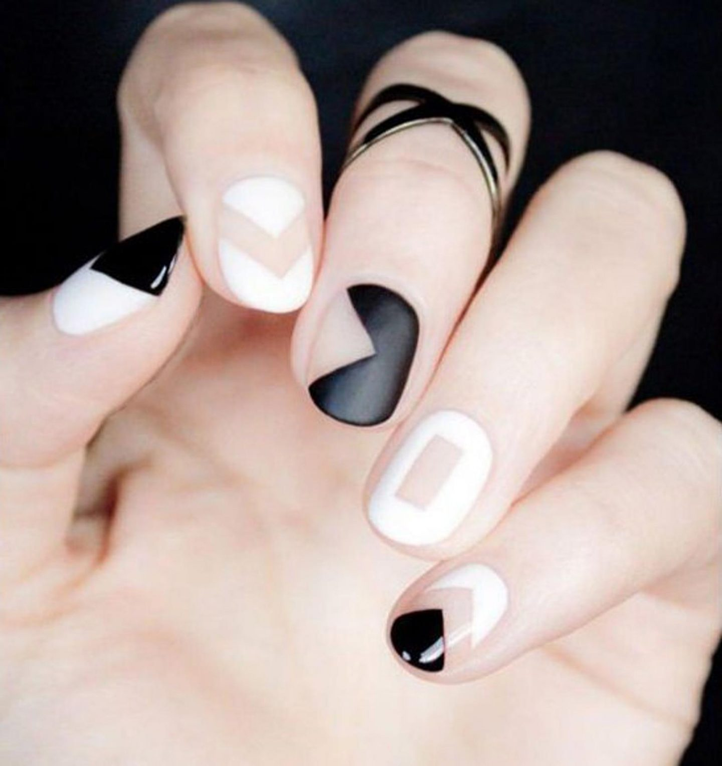 Black and white abstract short nail wraps