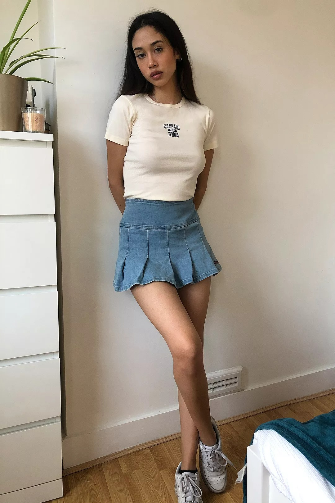 Cute 90s aesthetic outfits with skirt