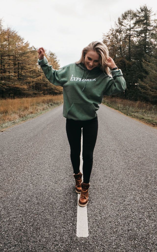 Casual outfit with sweatshirt