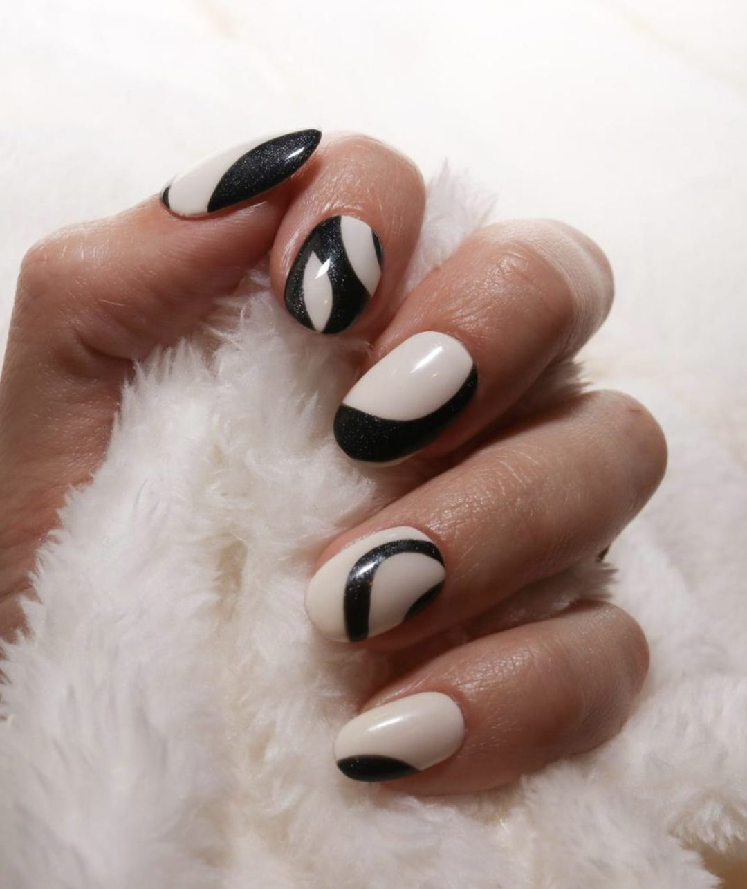 Short black and white abstract nails