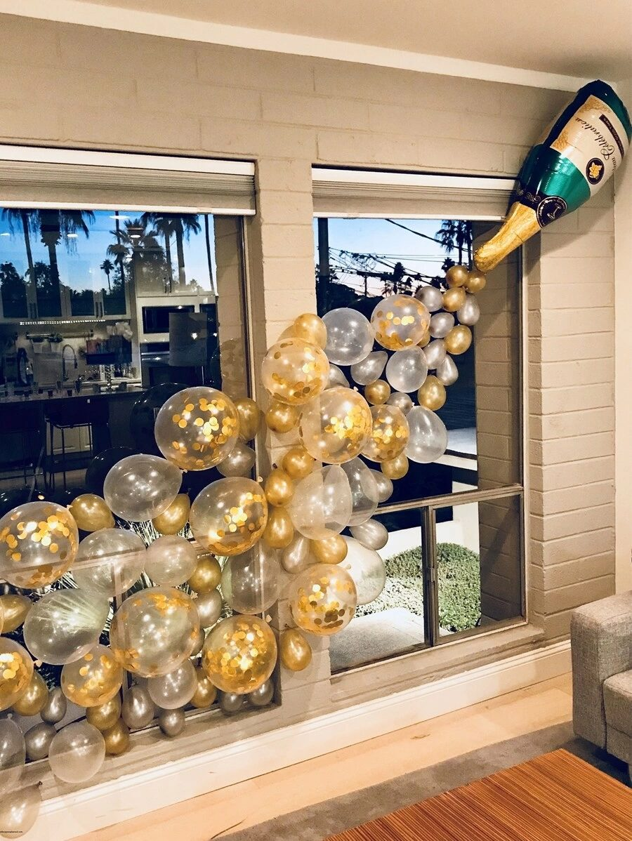 Affordable graduation balloons with champagne