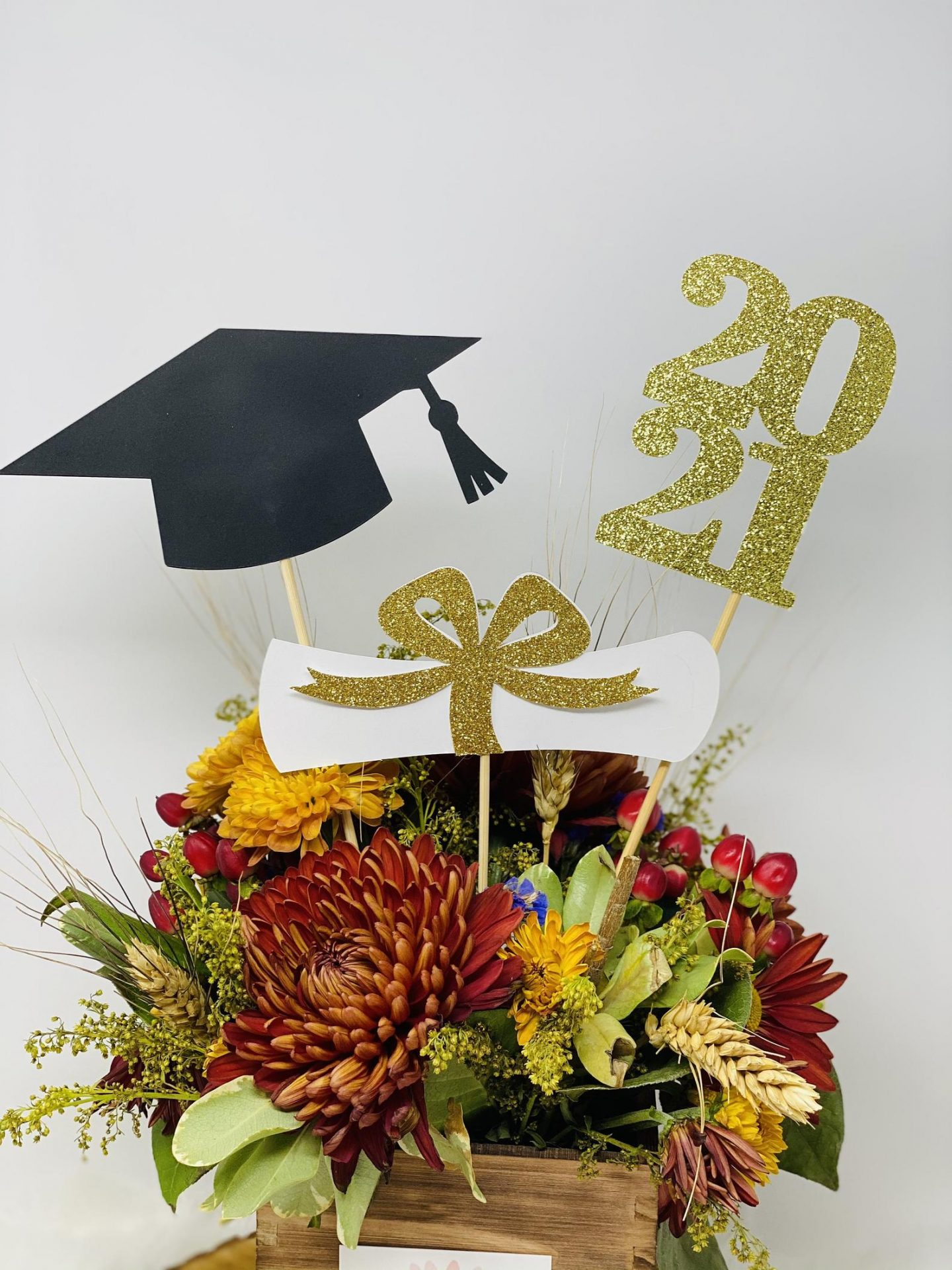 Graduation centerpiece with gold signs