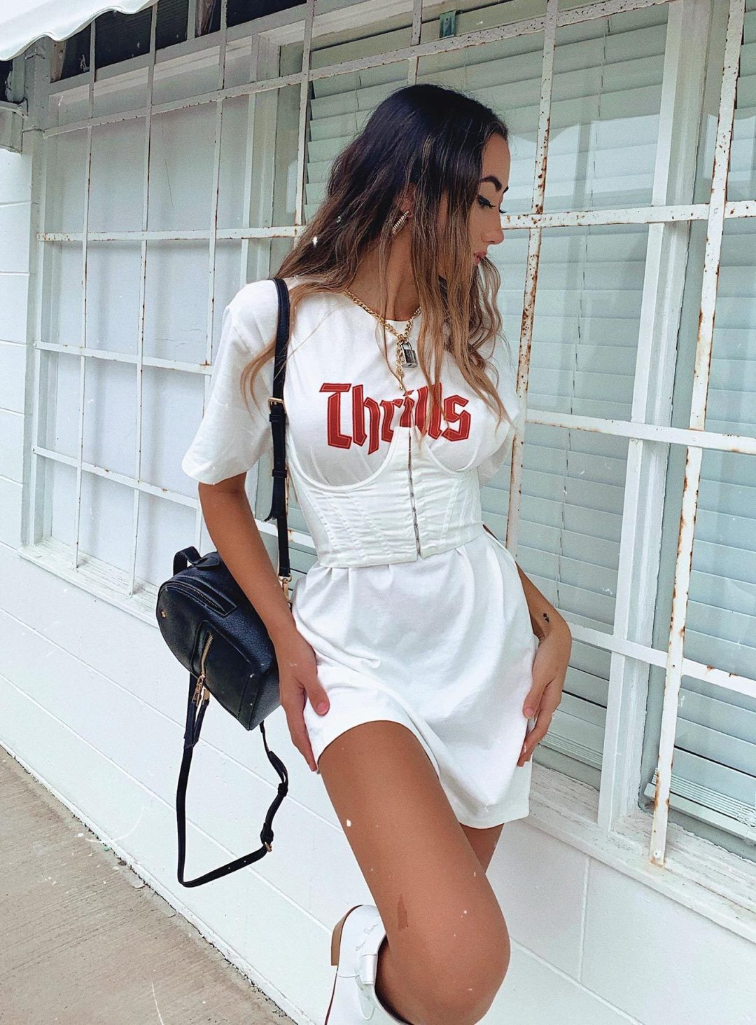 White corset belt outfit with white oversized tee