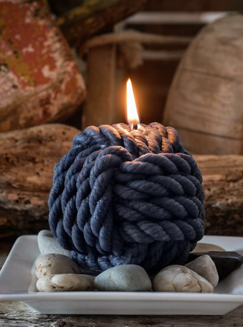 Trendy knot candle, rope candle