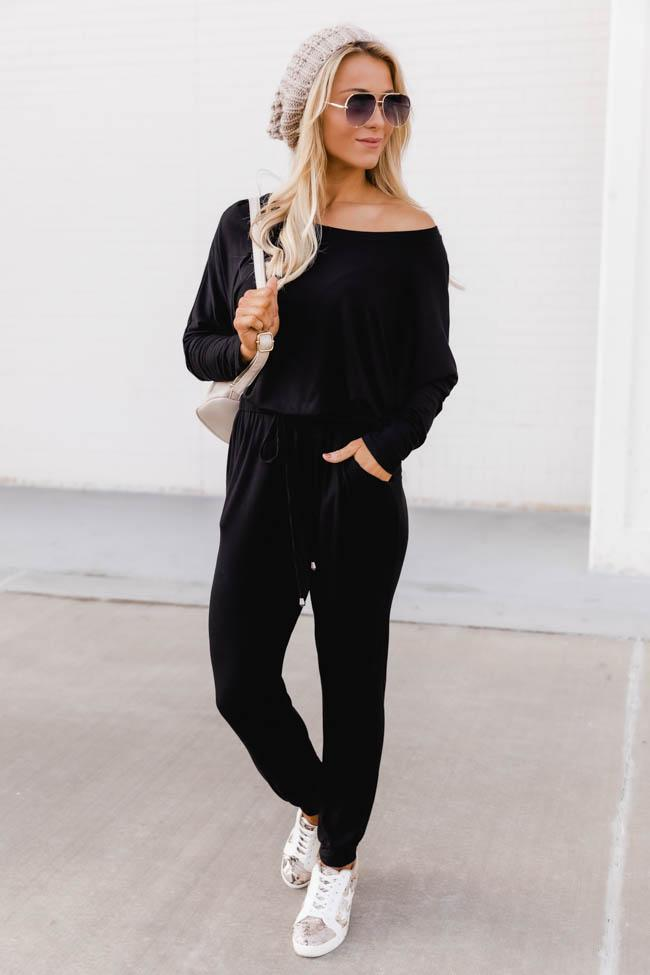 Cute all black sweatpants outfit