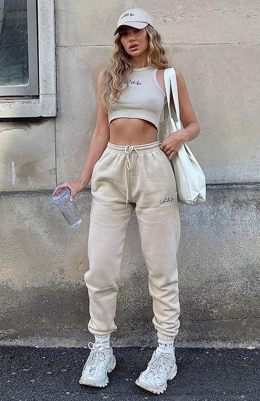 Casual summer outfits with sweatpants