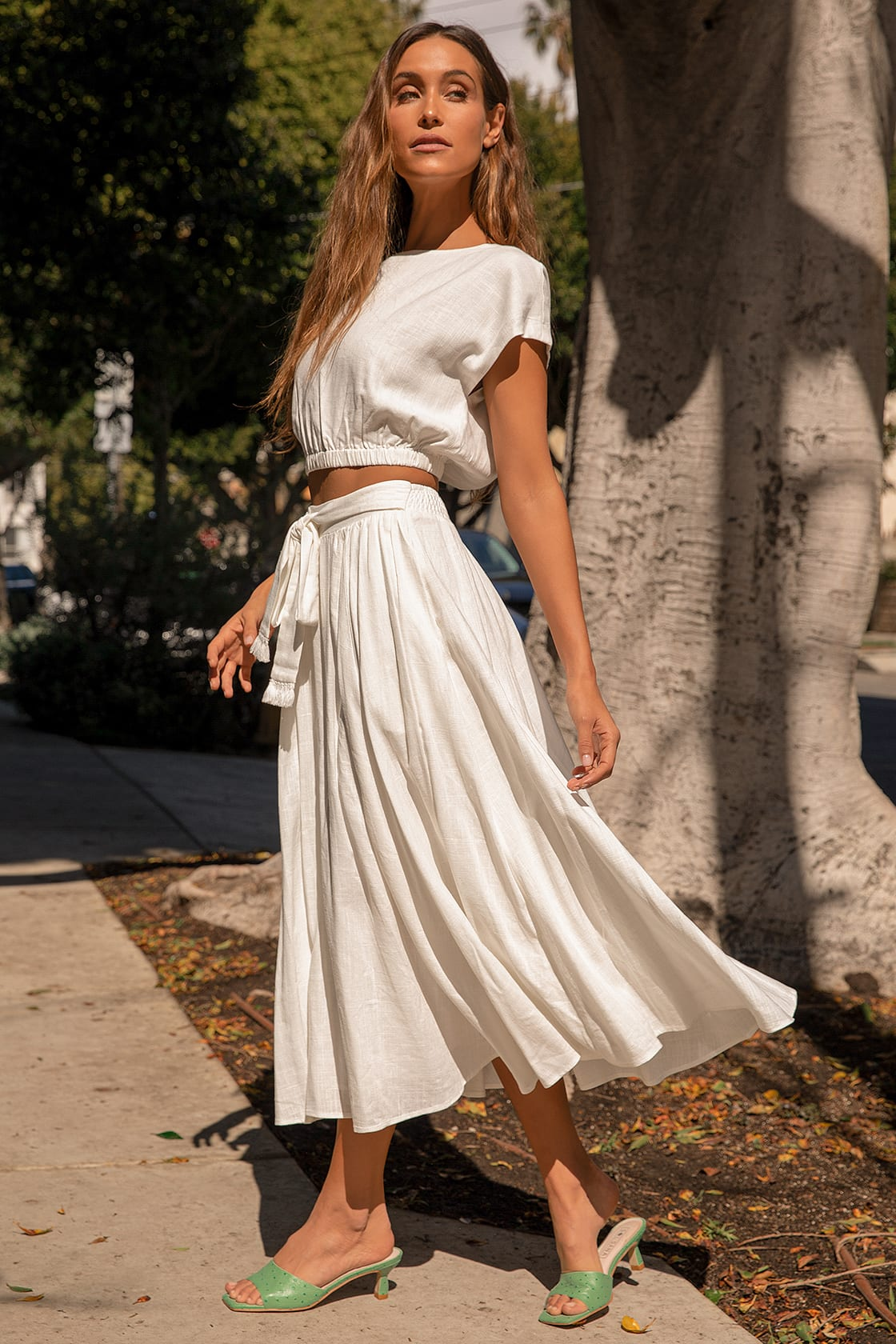 White casual summer outfits with maxi skirt