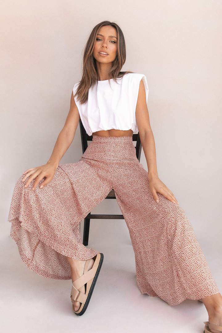 Cute summer outfits with white crop top and flared pants
