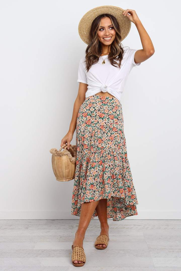 Cute casual crop top outfit with maxi skirt