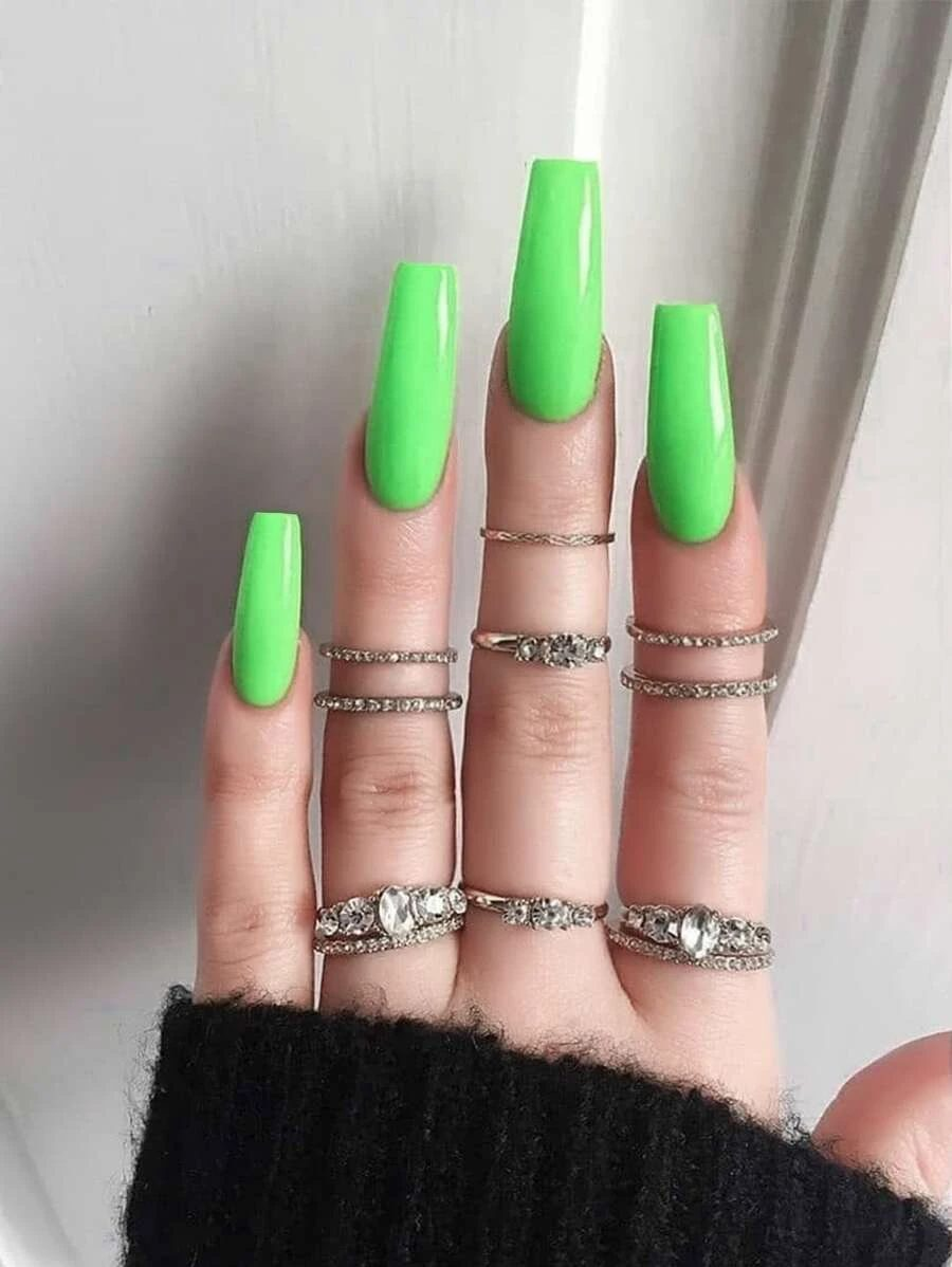 Long neon green coffin nails with midi rins