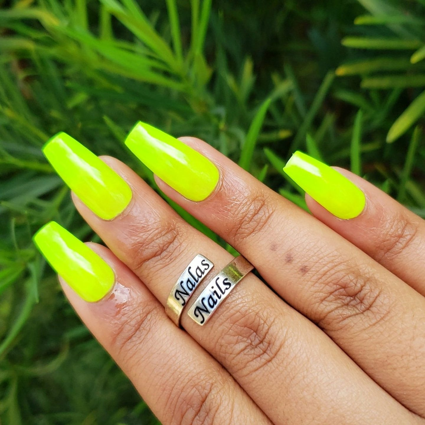 Neon yellow coffin press on nails