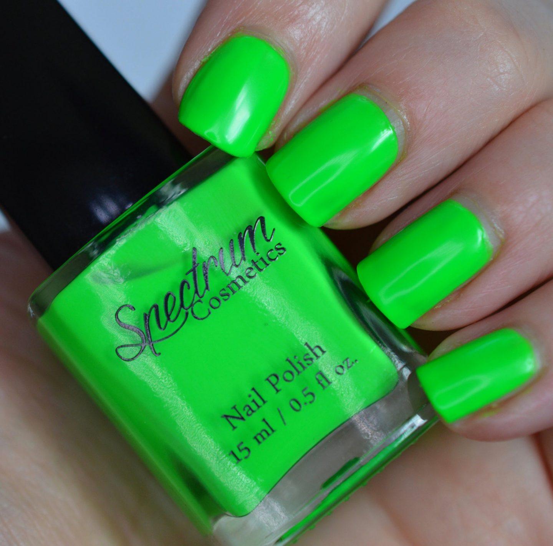 Neon green short nails