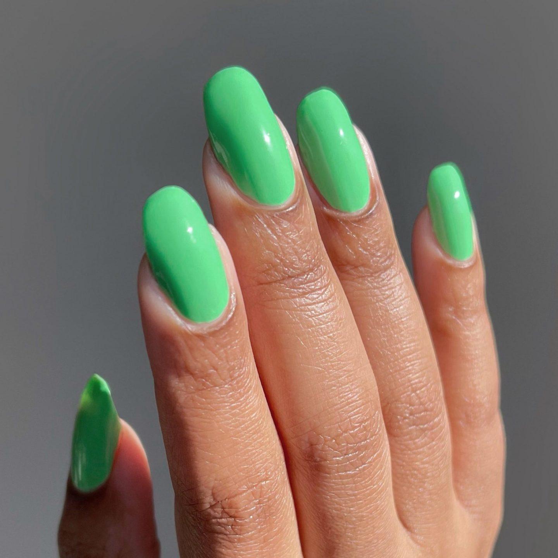Short green gel nails