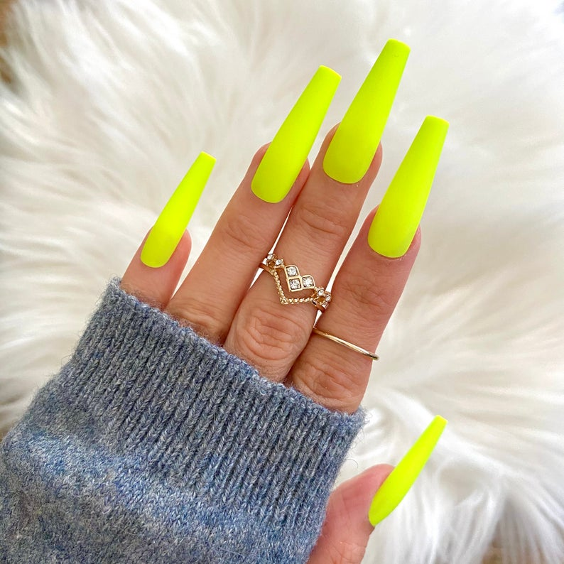 Long neon yellow coffin nails