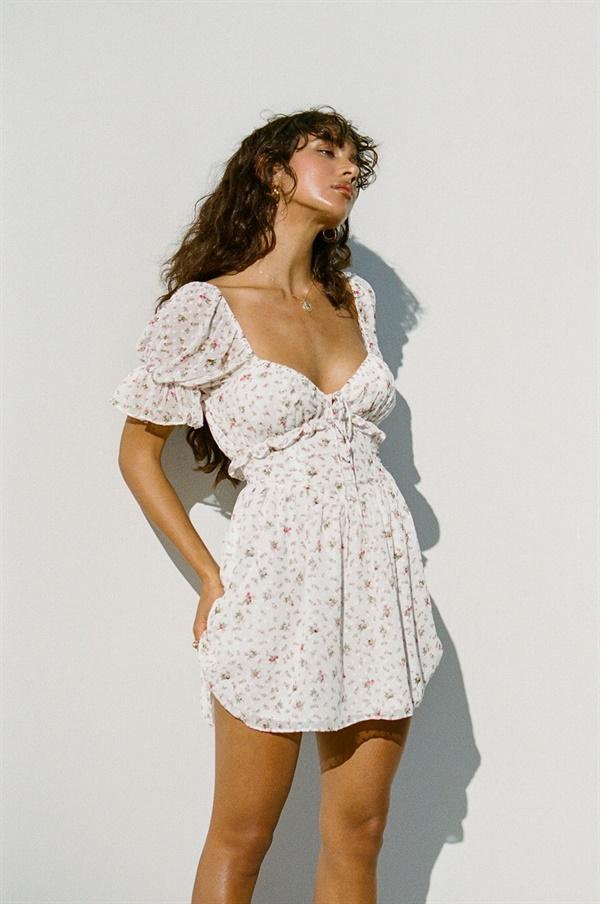 White sweetheart dress with sleeves