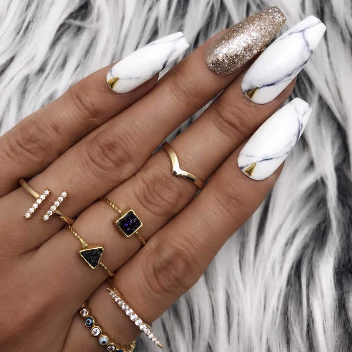 White marble nails with glitter