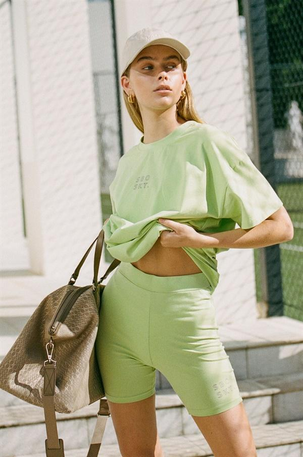Light pistachio green cycling shorts outfit