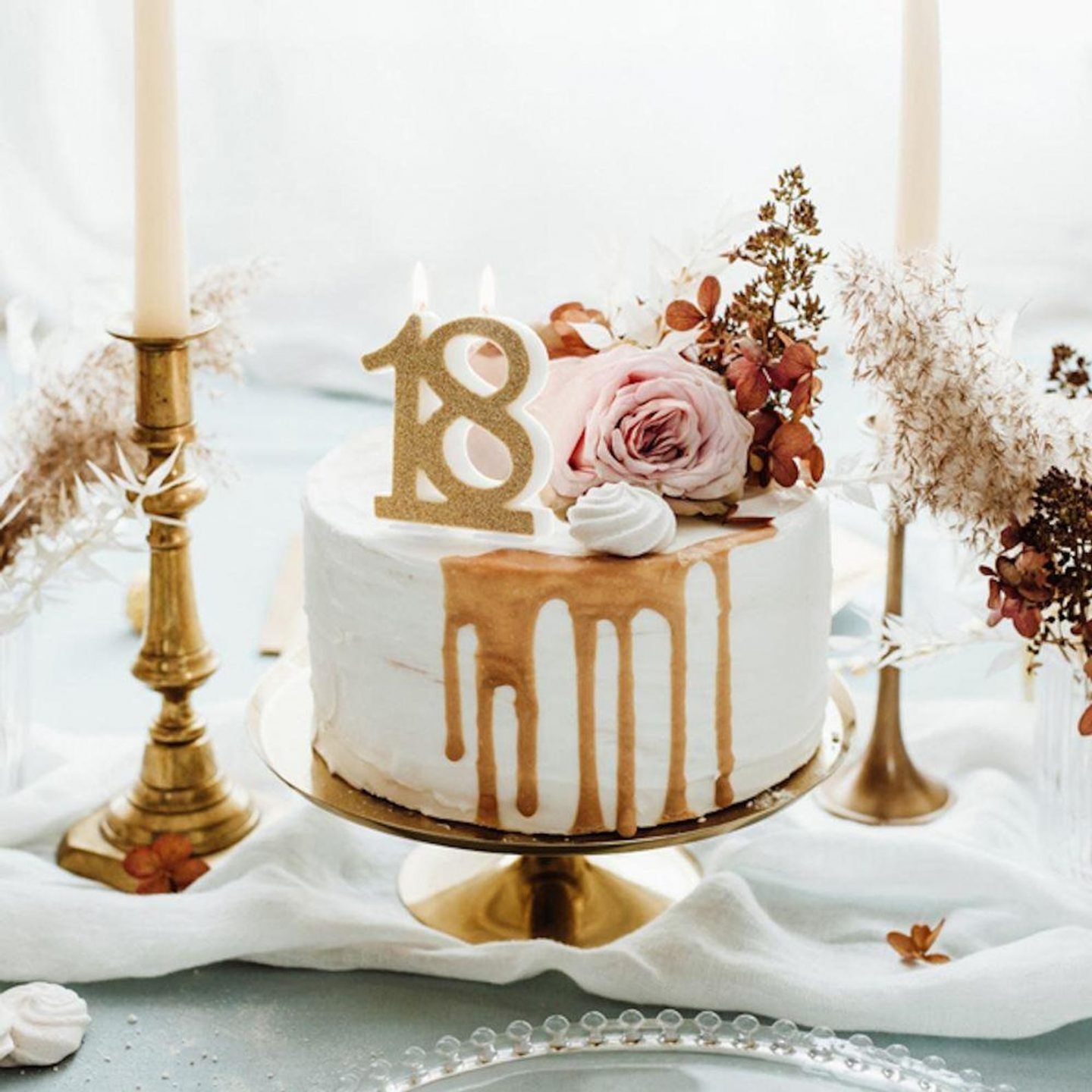Gold cake decorated candle