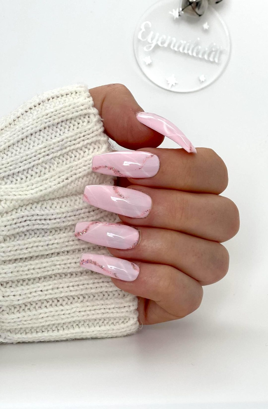 Light pink marble nails with rose gold glitter