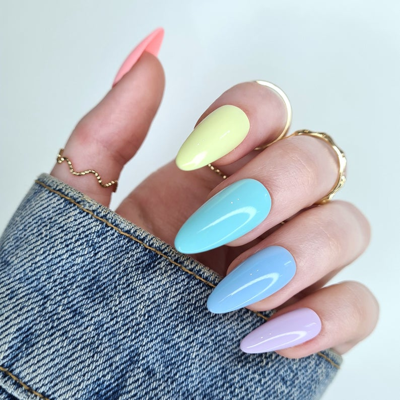 Ombre and gradient pastel nails