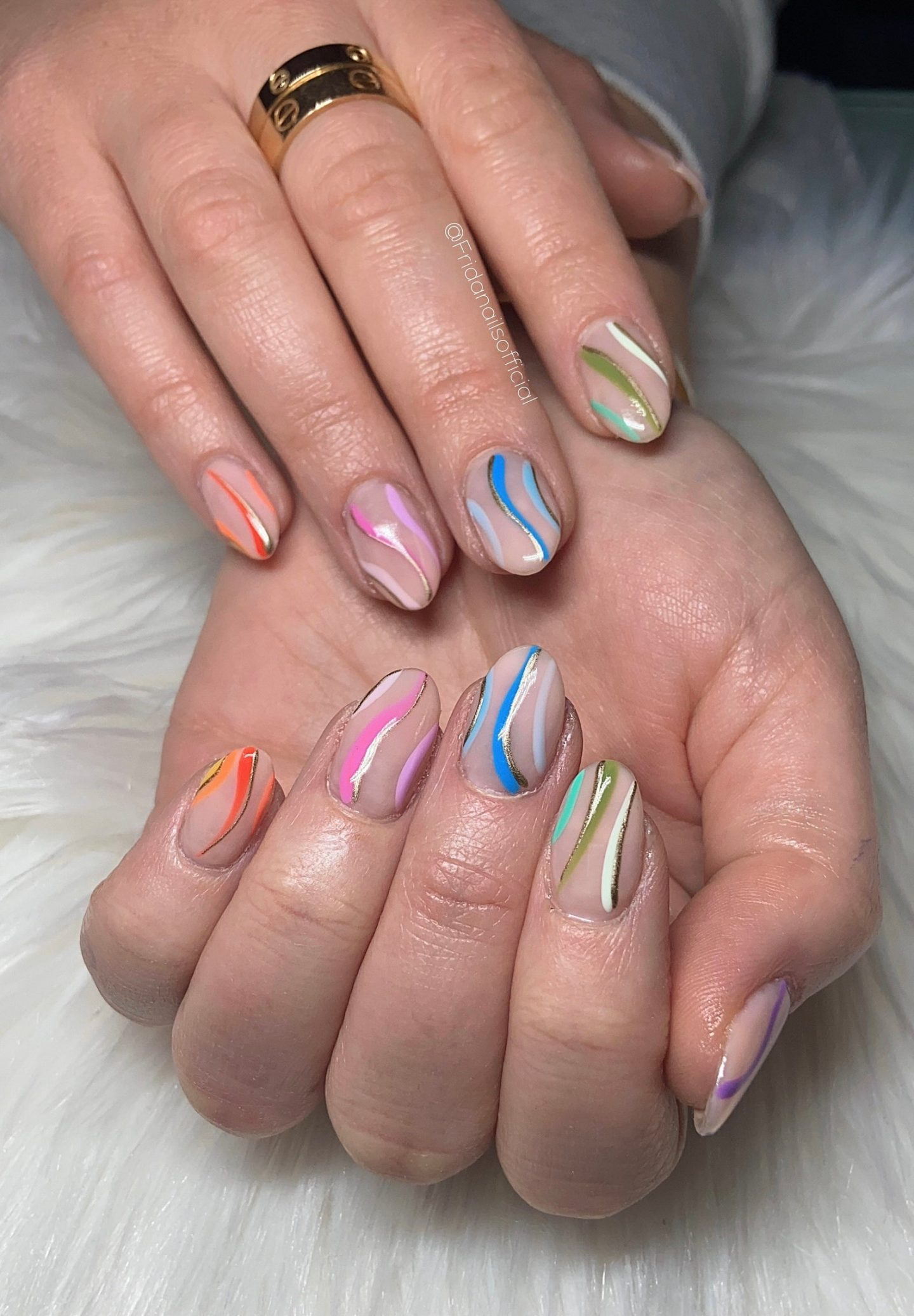 Cute pastel nails with abstract lines