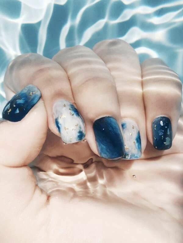Ombre tie dye blue nails