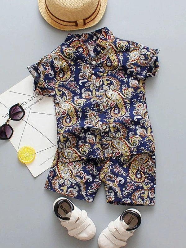 Patterned outfit set for baby boys