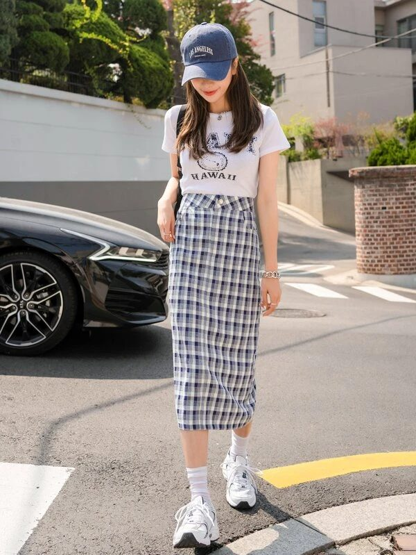 Simple tee and long checkered skirt for back to school outfits