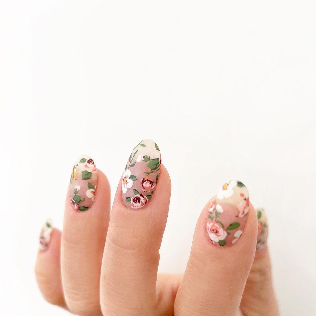 Transparent floral gel nails