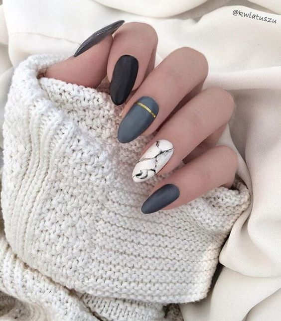 Marble nails with grey and gold