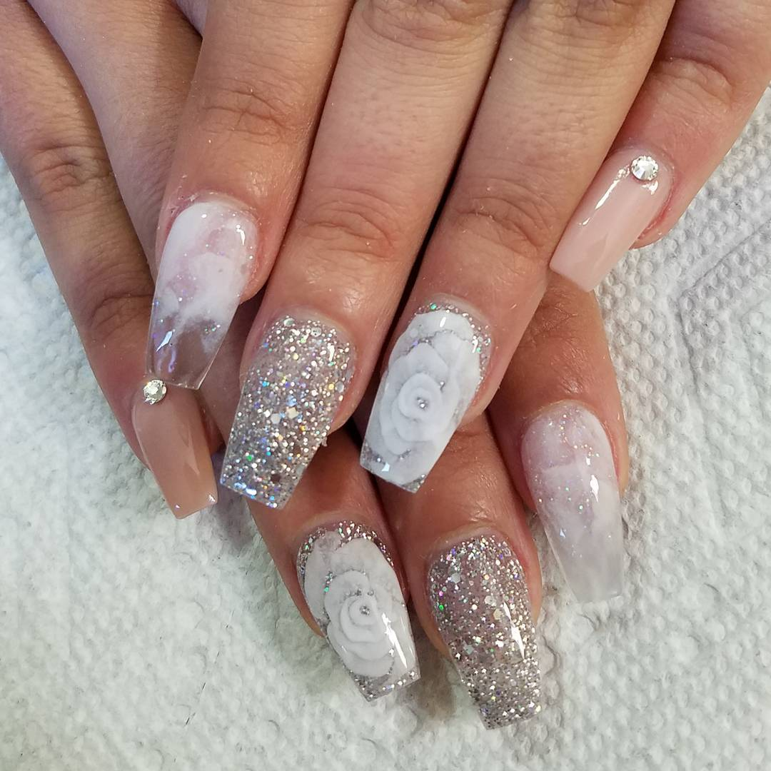 White floral gel nails with glitter