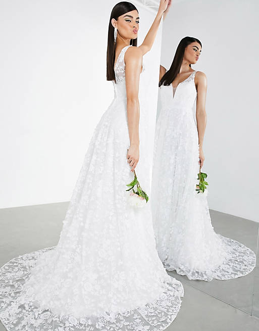 Simple laced wedding dress