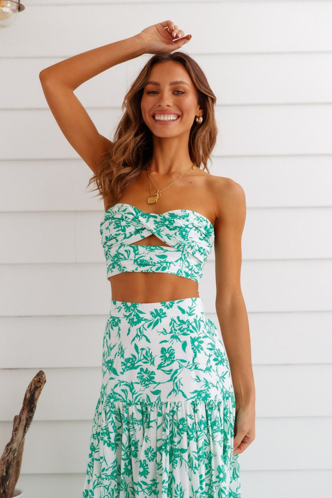 Cute brands like Pretty Little Thing with tropical dresses: Hello Molly