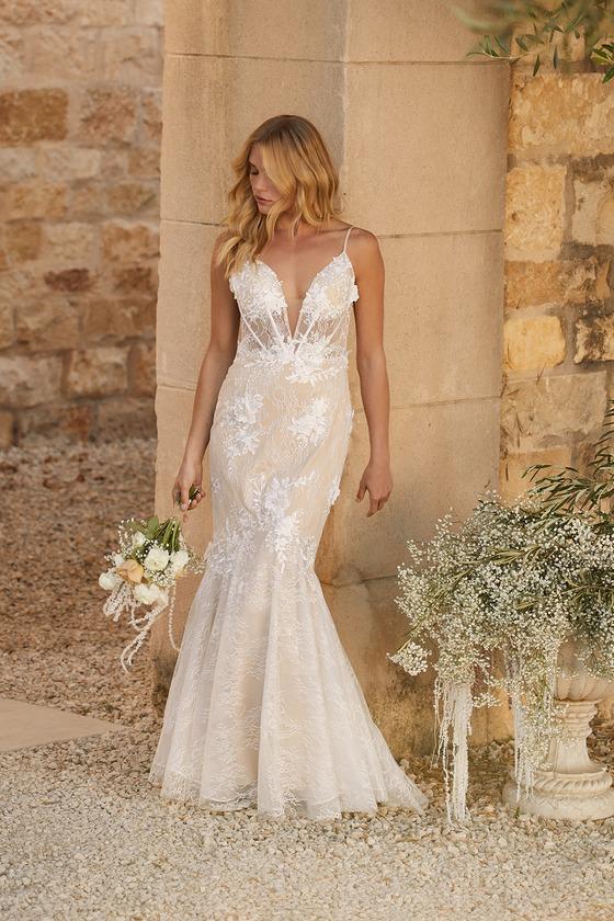 Mermaid style lace wedding dress