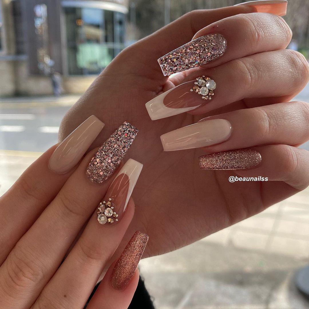 Nude glitter coffin nails