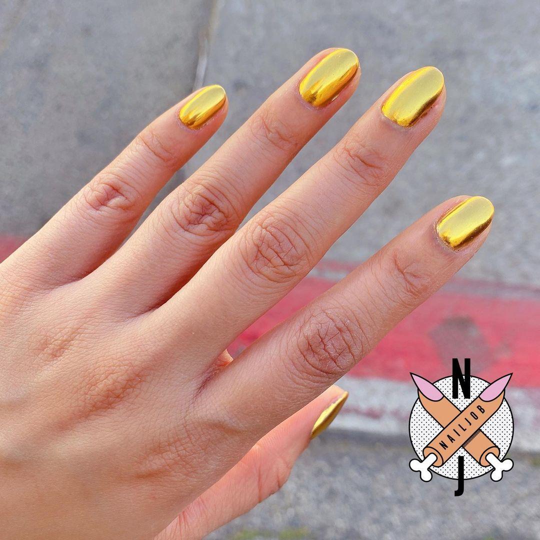 Chrome gold nails