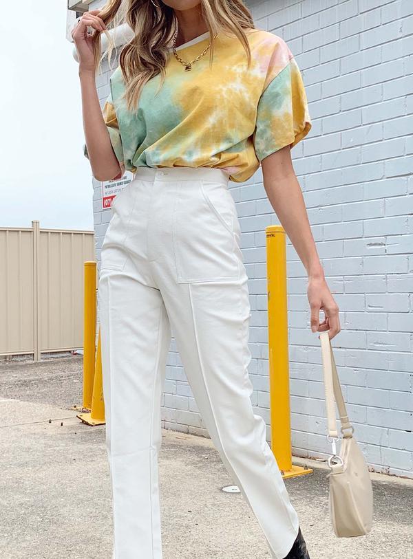 y2k kıyafetleri için beyaz kot pantolon