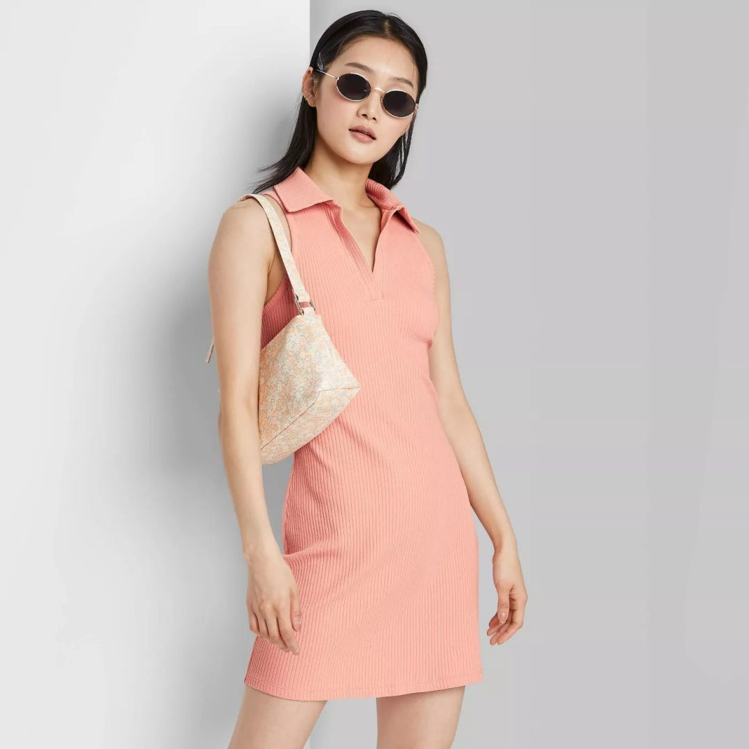 Y2k estetiği için yakalı şeftali rengi elbise