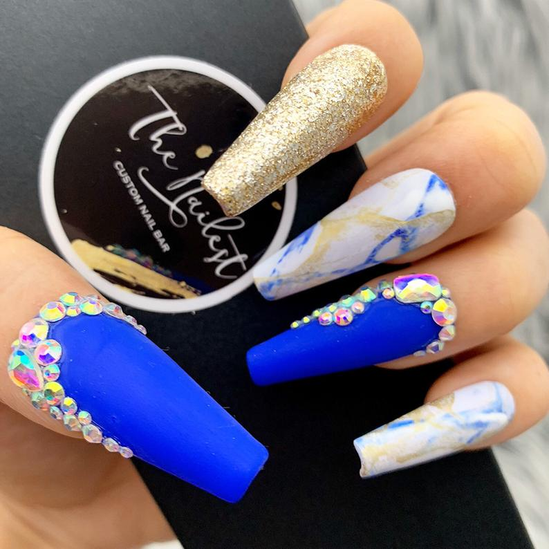 Cobalt blue coffin nails with gold glitter and marble effect