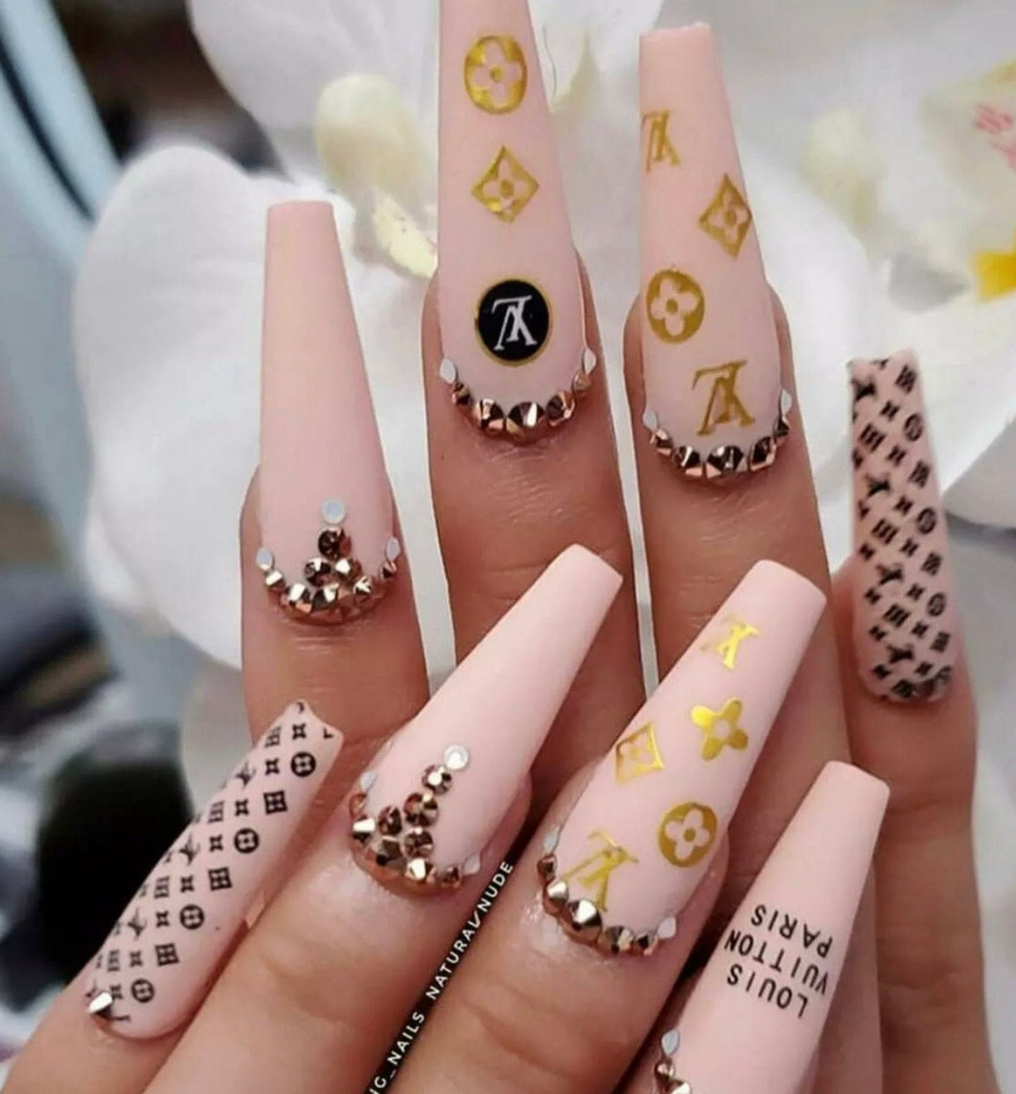 Nude Louis Vuitton coffin nails