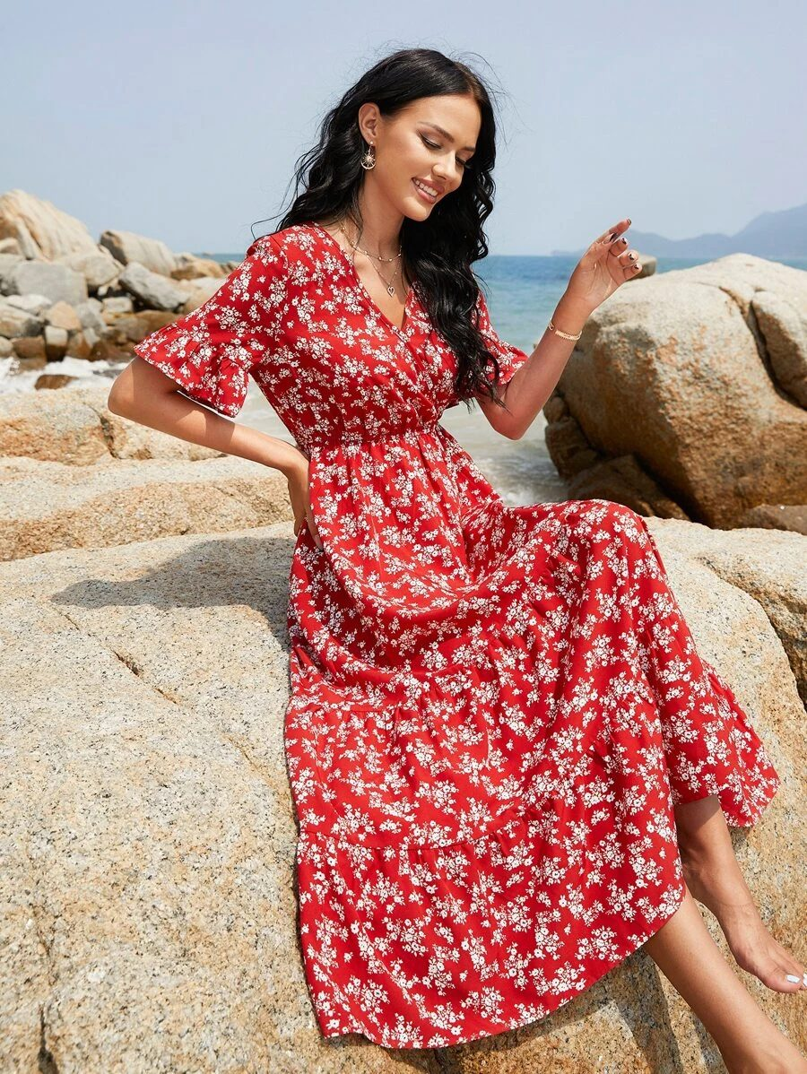Long maxi dress with floral pattern