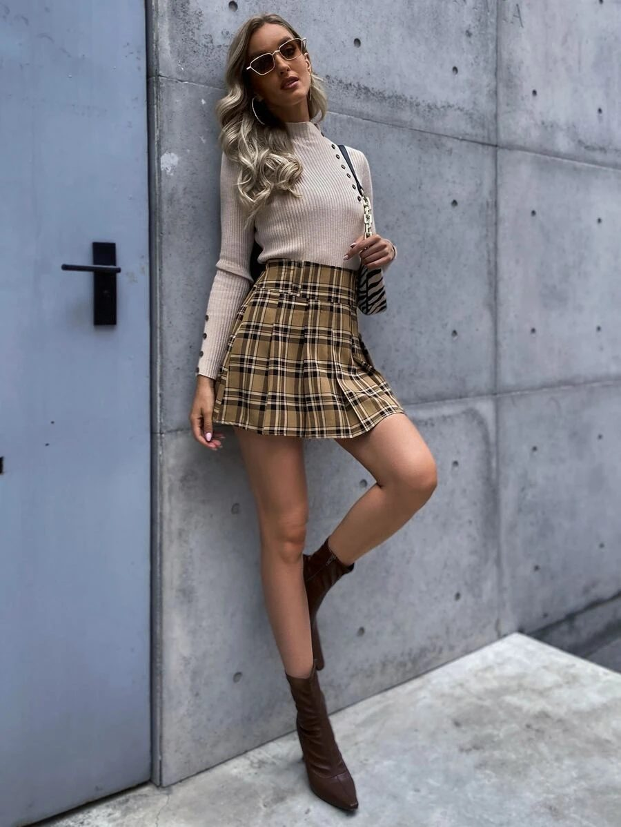 Cute dark academia outfits with turtleneck and pleated plaid mini skirt