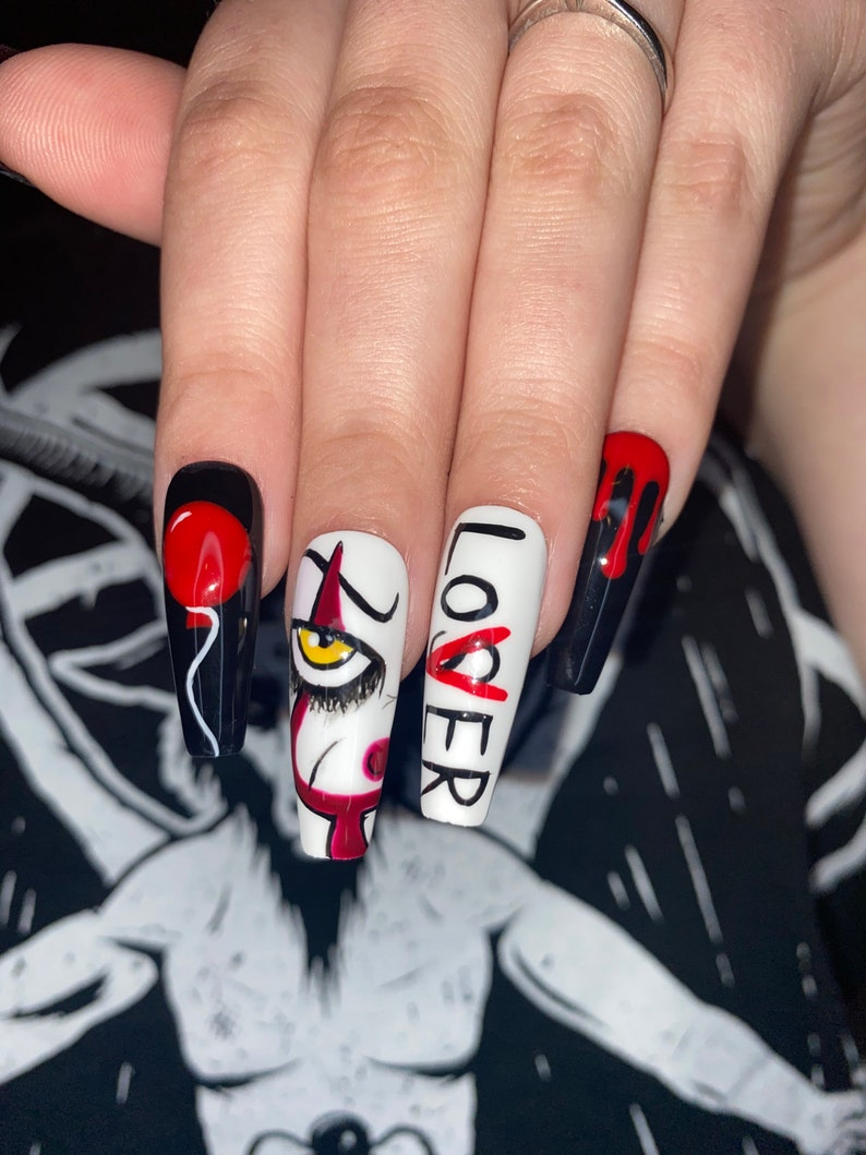 Scary Pennywise Halloween nails