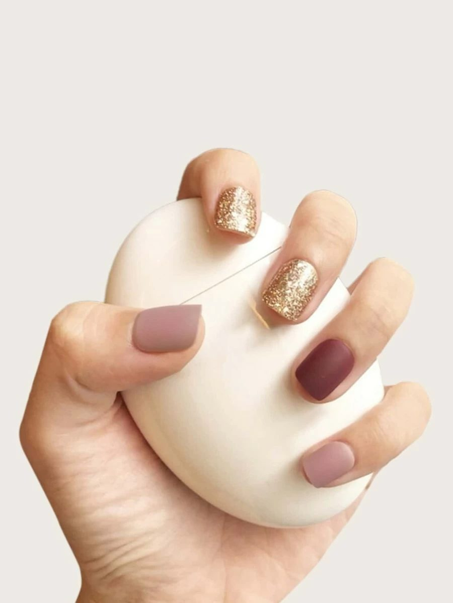 Short matte brown ombre nails with gold glitter